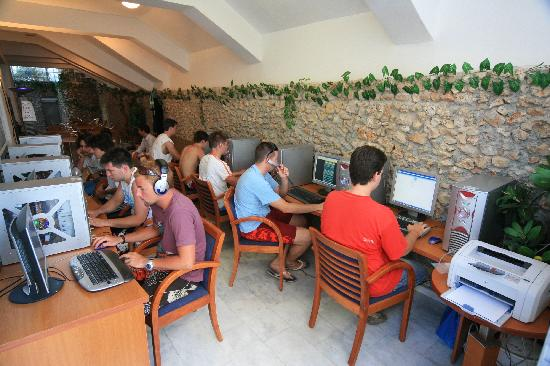 internet-cafe-call-shops-v1-voip-calling-services-solutions